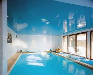 бассейн натяжной потолок