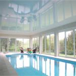 бассейн с натяжным потолком